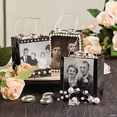 Family Photo Gift Bags Idea