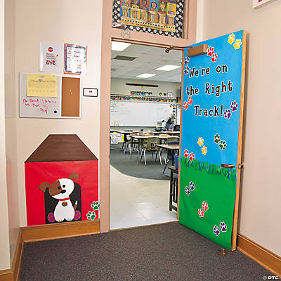 Paw print door d cor idea for Baby classroom decoration