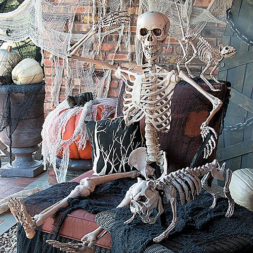 100s of scary decorations - Outdoor Halloween Decoration