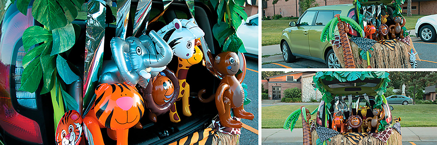 Trunk or Treat Zoo Decorating Idea