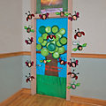 spring-tree-door-decoration-idea